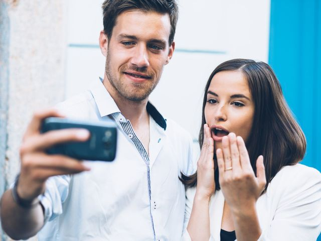 How to Announce Your Engagement on Social Media Without Being Annoying