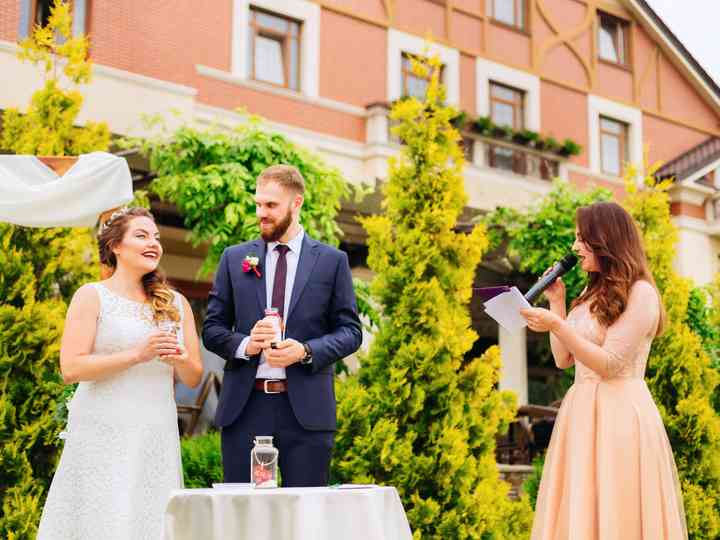 5 People Who Should NOT Give Wedding Ceremony Readings
