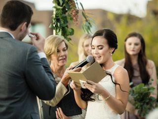 Should We Write Our Own Vows? How to Know if It's Right For You