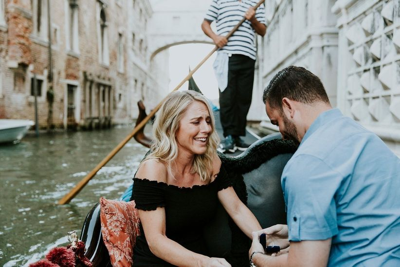 proposal on gondola ride in Venice