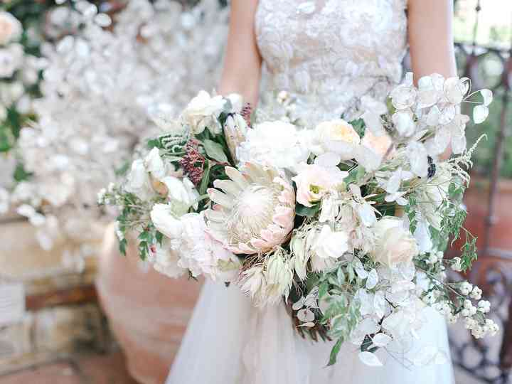 Cascading Bouquets: The '80s Trend That's Back in a BIG Way