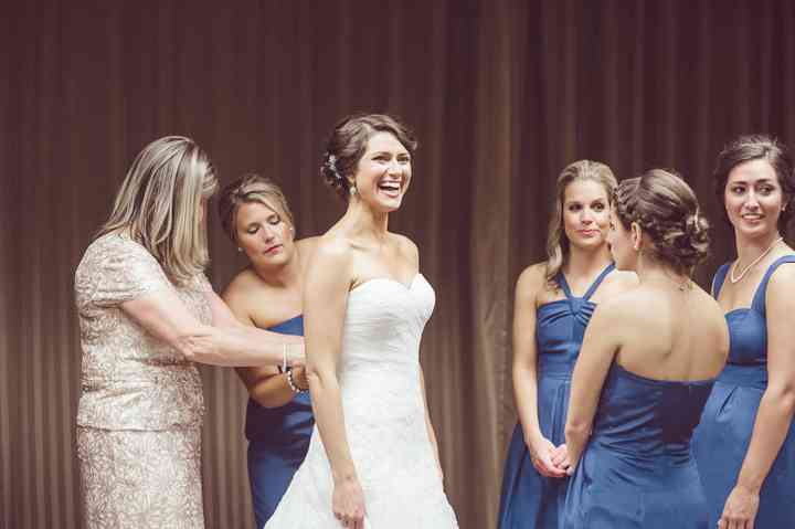 How To Shop For Wedding Undergarments Weddingwire