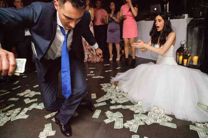 7 Greek Wedding Traditions The Meanings Behind Them Weddingwire