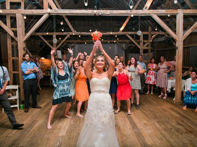10 Bouquet Toss Songs to Get the Ladies on the Dance Floor