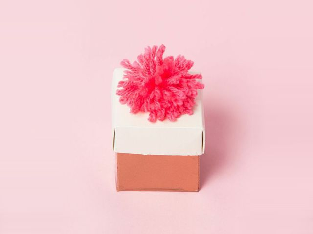Yarn Pom Pom Wedding Favor Box DIY