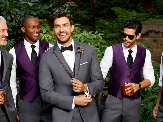 44c9cc5c6f38 5 Creative Ways for Grooms to Stand Out From the Groomsmen - WeddingWire