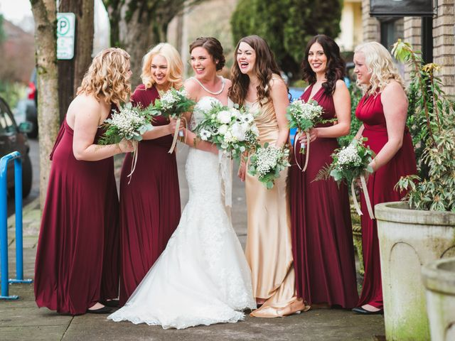 8 Ways to Help Your Bridesmaids Save Money