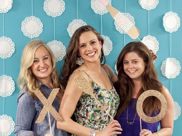 DIY Photo Backdrop: Lace Doilies