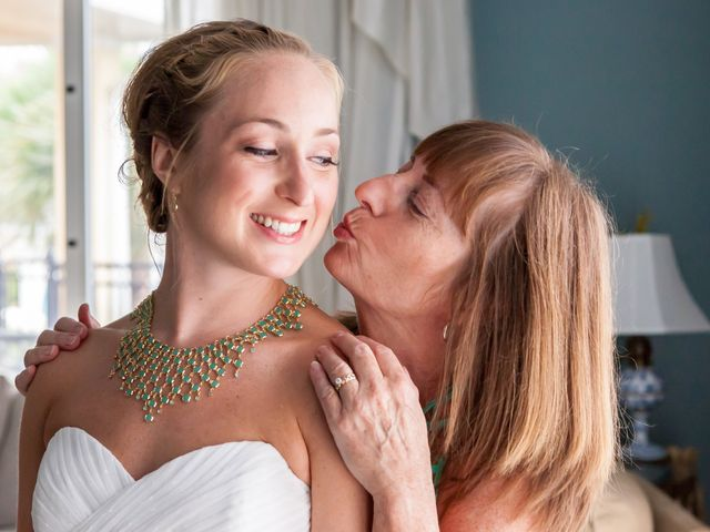 15 Ways to Show Your Love for Mom on Your Wedding Day