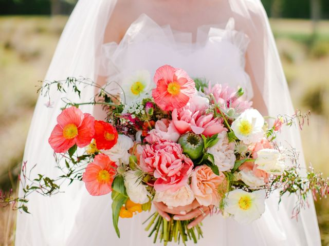 10 Spring Wedding Flowers We Love