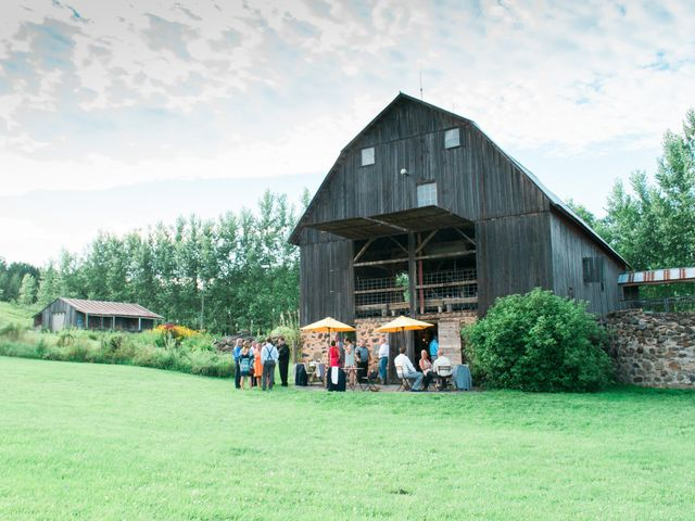 5 Reasons to Get Married... in a Barn