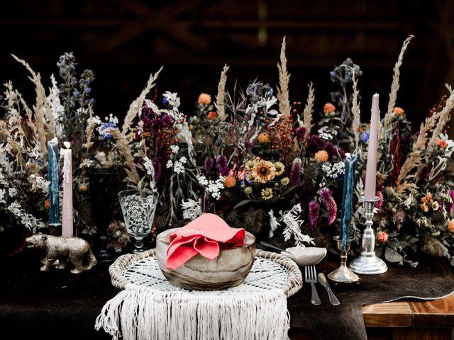 7 Unique Wedding Ideas That Use Texture