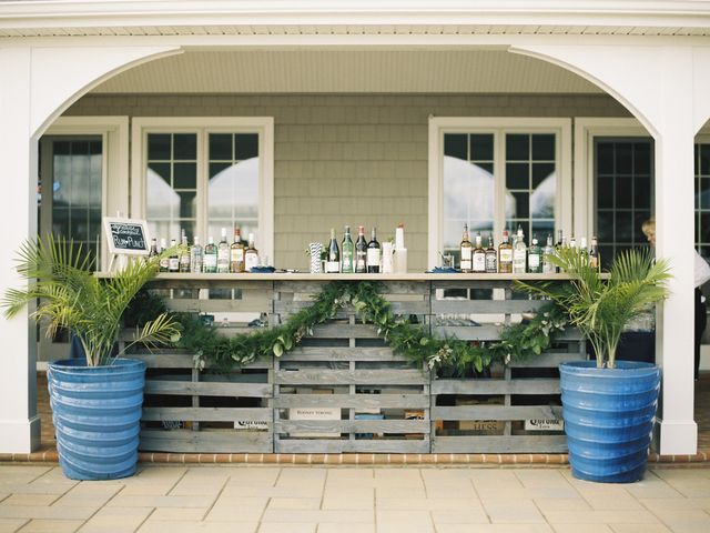 6 Easy Steps to Creating the Perfect Wedding Bar