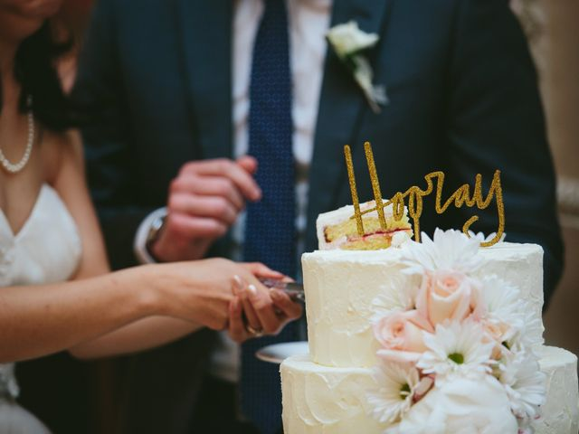 Fondant vs. Buttercream: The Sweetest Wedding Cake Debate