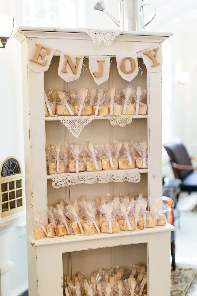 vintage shabby chic favor display <li>brooke images