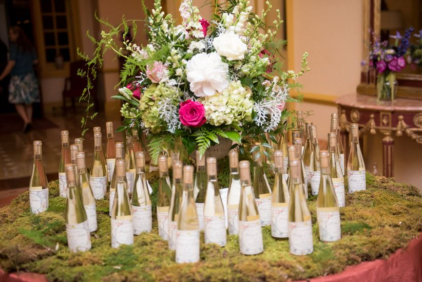 wine bottle favors display <li>kathleen hertel photography