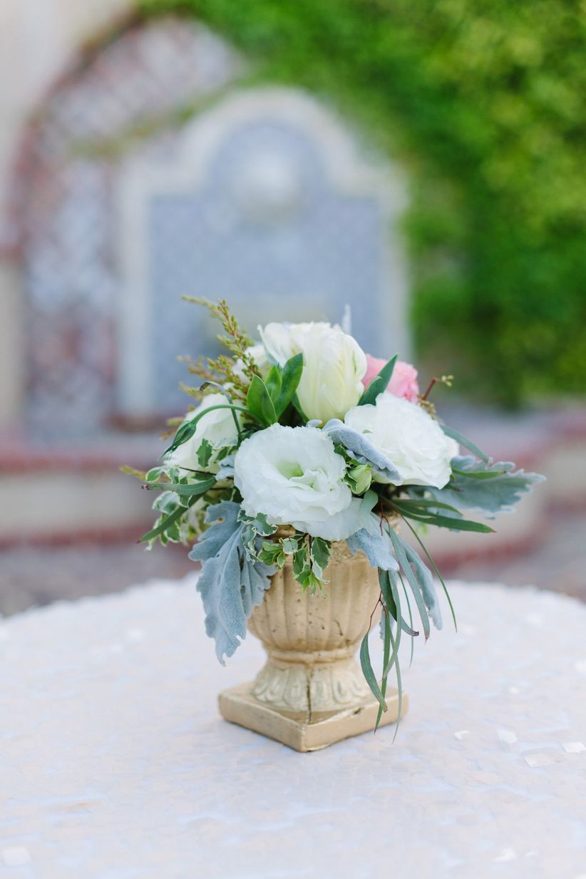 white lisianthus centerpiece