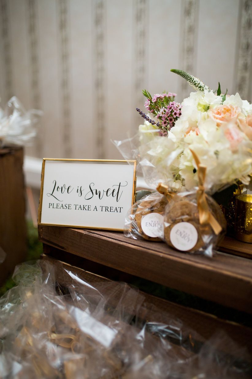 Wedding favor ideas that arent useless or boring weddingwire cookie wedding favor ideas junglespirit Choice Image