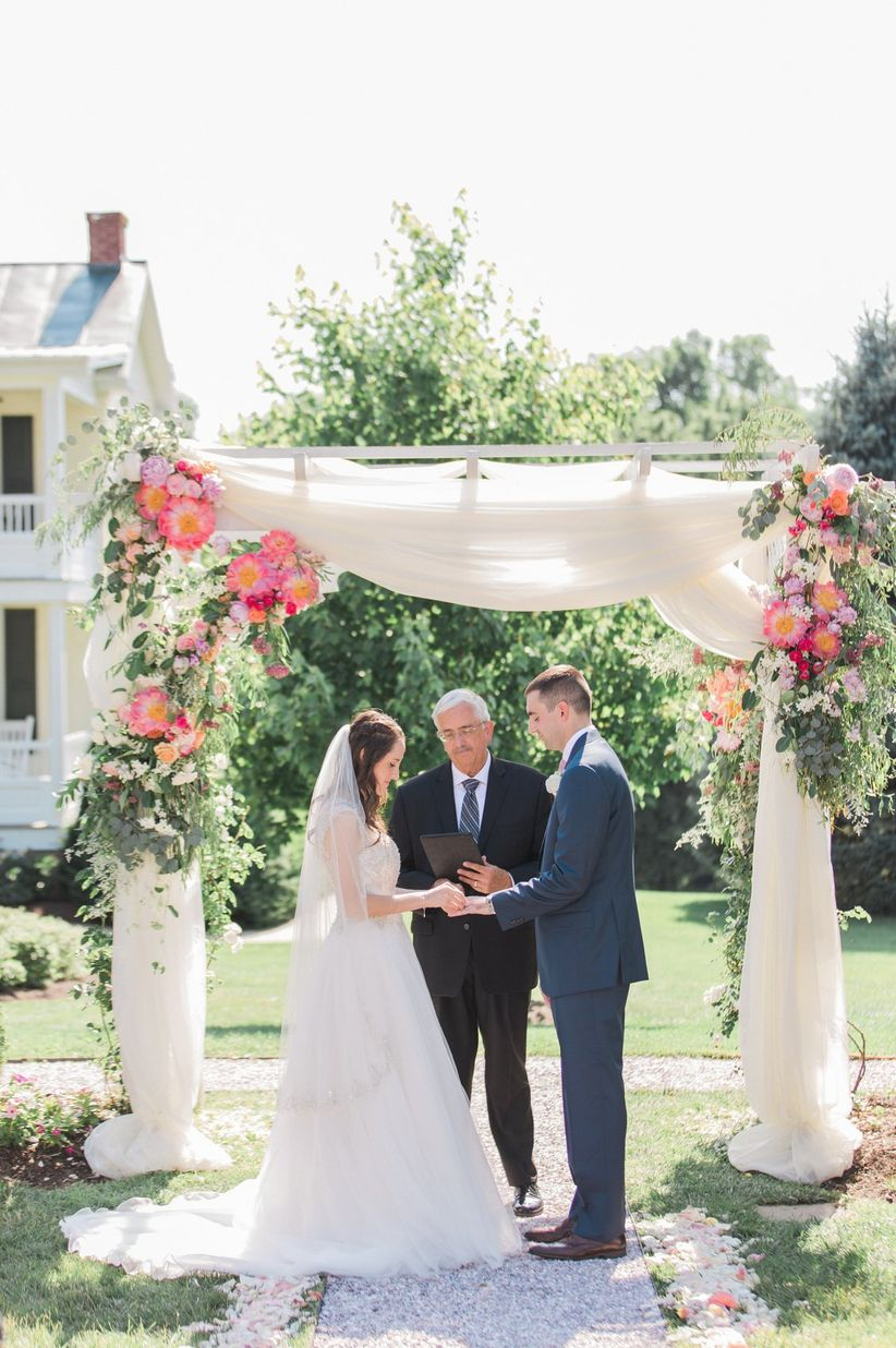 36 Stunning Ceremony Structures for an Outdoor Wedding - WeddingWire