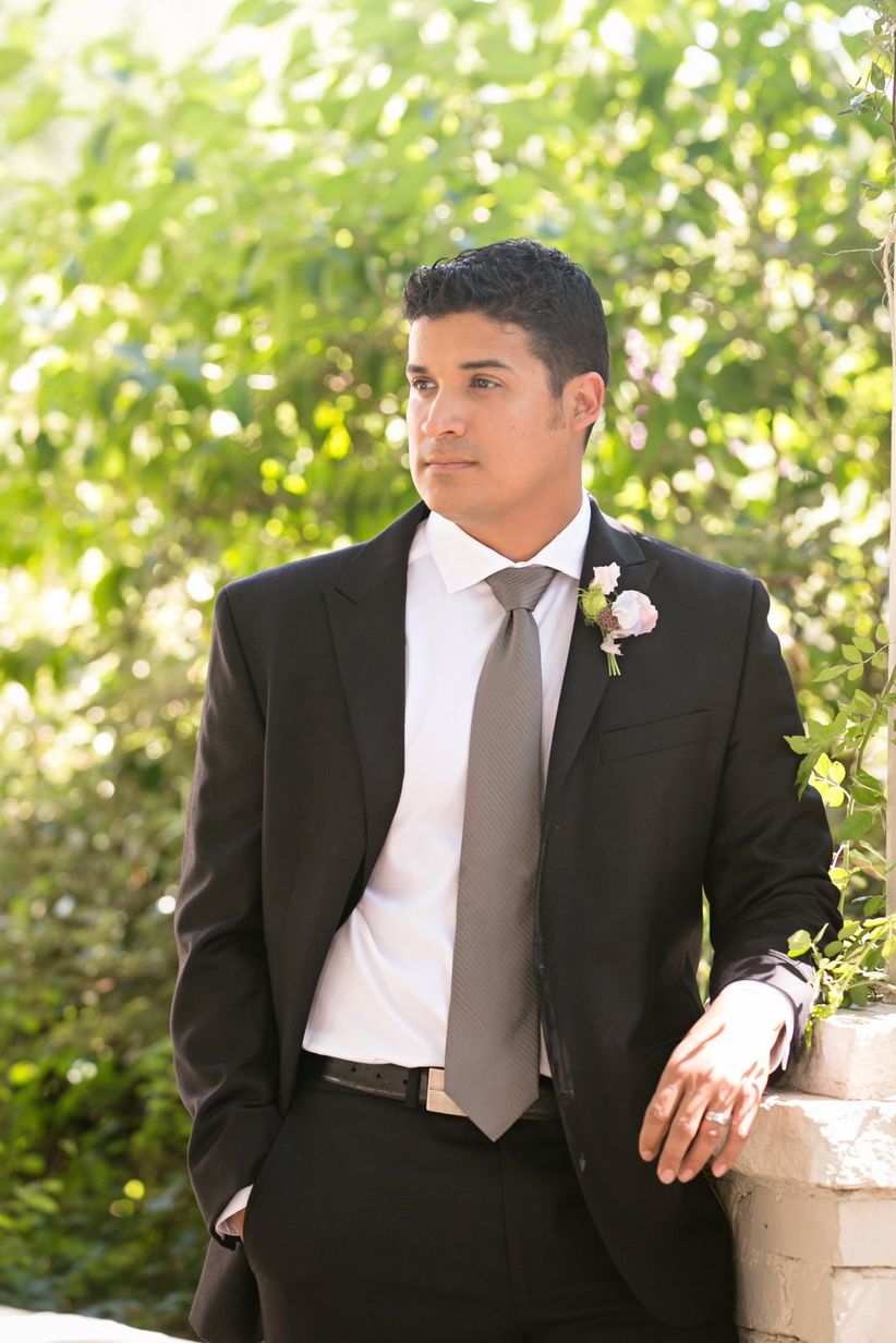 Groom in black suit with gray necktie white button down boutonniere with scabiosa and lisianthus