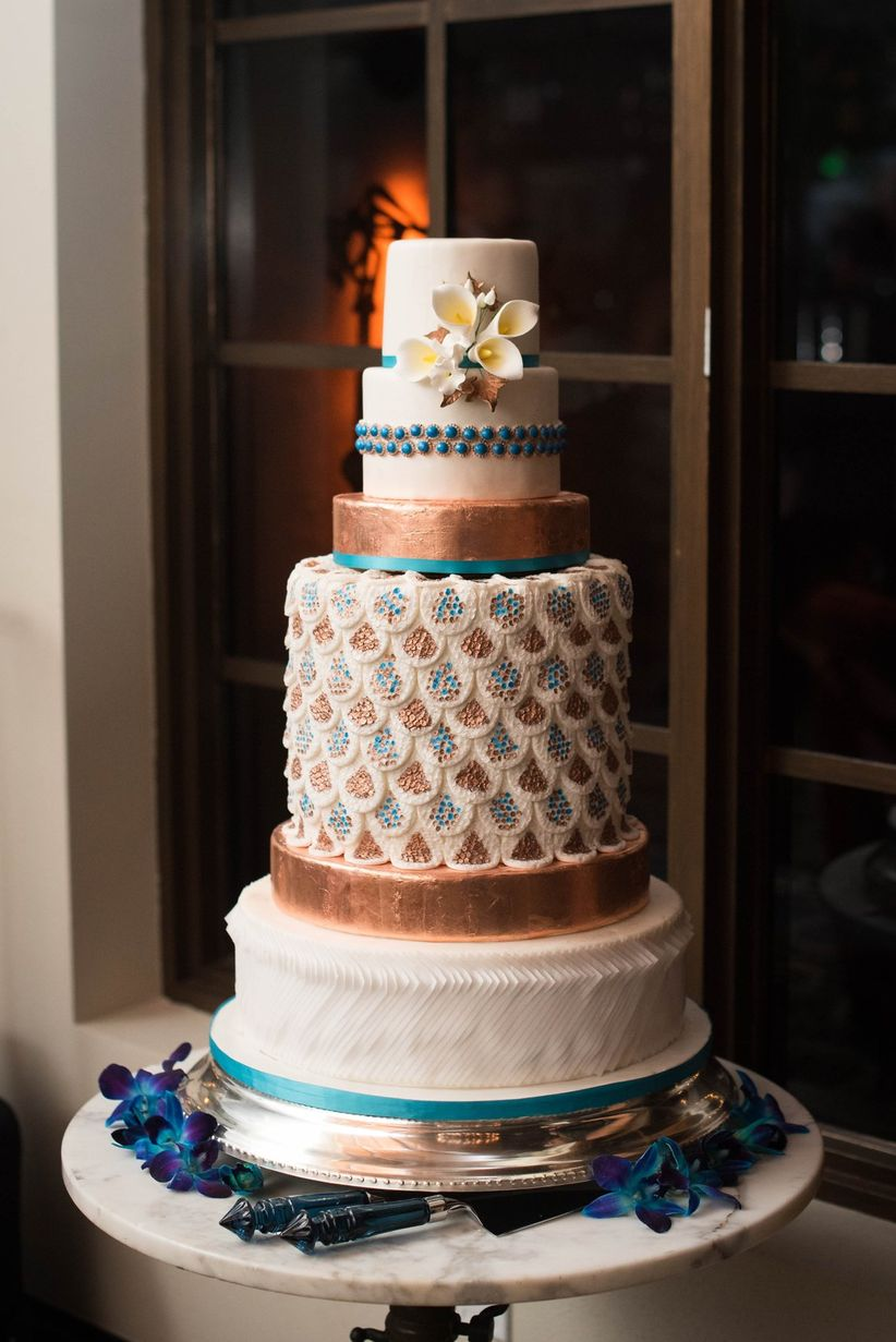 retro peacock-inspired wedding cake - elizabeth nord photography