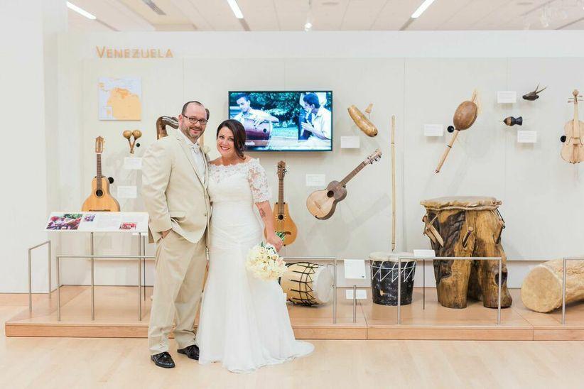 couple posing at indoor venue - erica velasco photographers