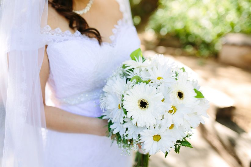 white gerbera daisy bouquet