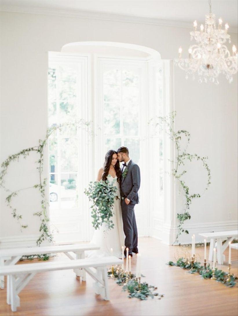 minimalist greenery vine backdrop for indoor wedding ceremony