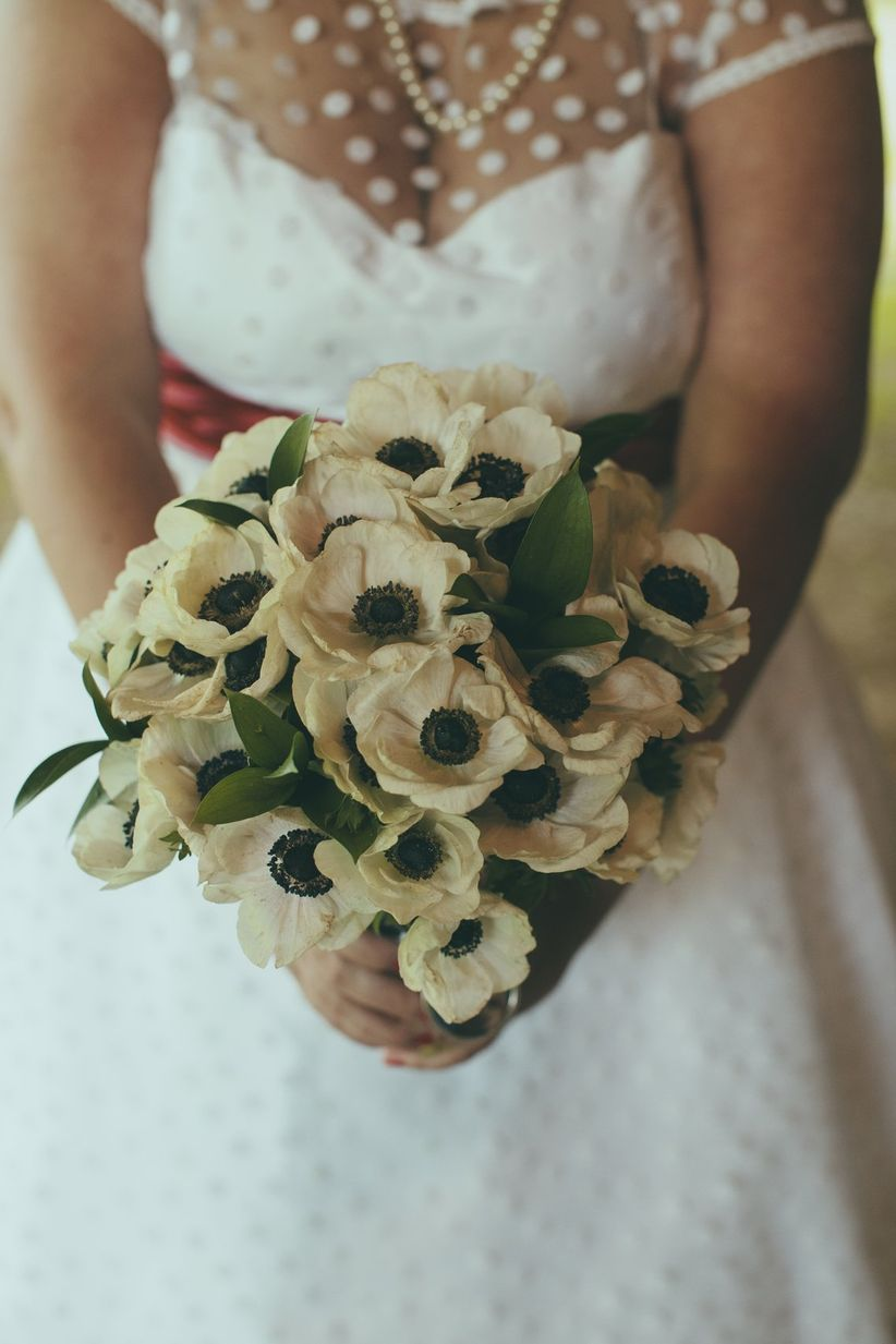 7 winter wedding flowers youll absolutely adore weddingwire anemone bouquet liz chrisman junglespirit Gallery