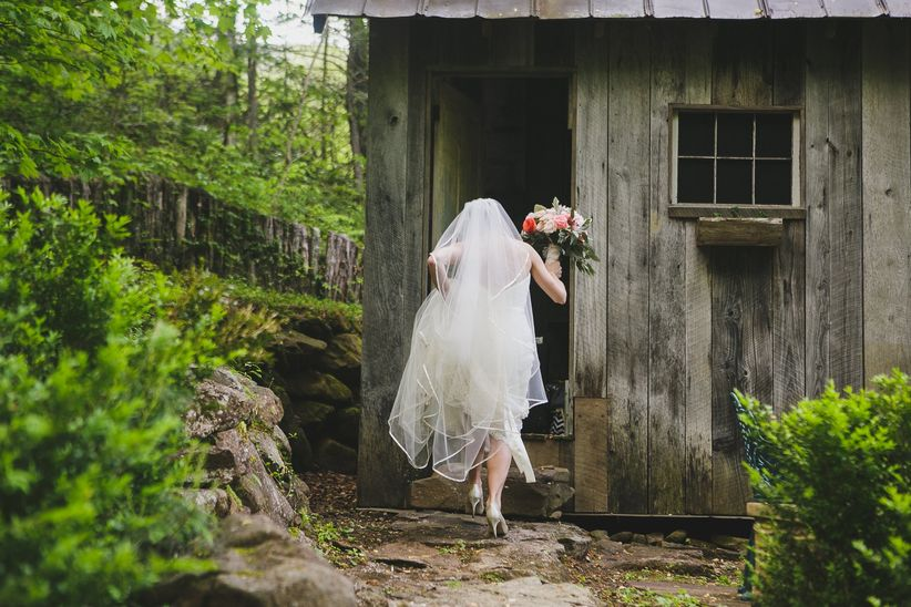Here The Best Times To Pencil In A Bathroom Break On Your Wedding Day