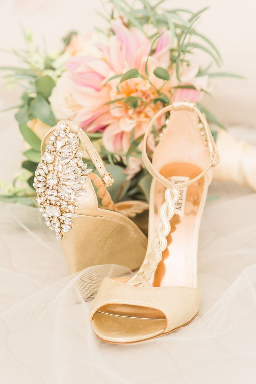 06c35c45c 9 Bridal Accessories You ll Need on Your Wedding Day - WeddingWire