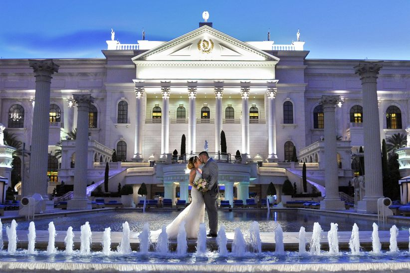 10 Amazing Las Vegas Wedding Photo Backdrops Weddingwire