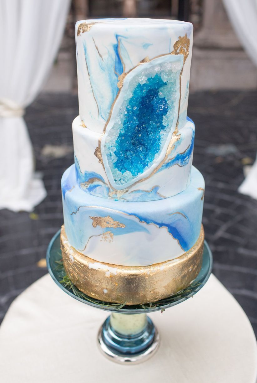 blue gold and white geode cake - stacy anderson photography