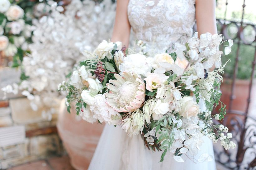 Cascading Bouquets: The \'80s Trend That\'s Back in a BIG Way ...