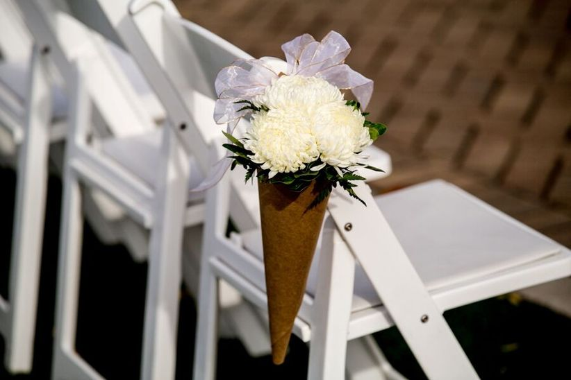 paper cone aisle marker with chrysanthemum