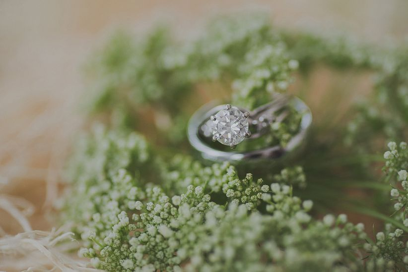 solitaire round cut diamond white gold matching wedding band on queen anne's lace