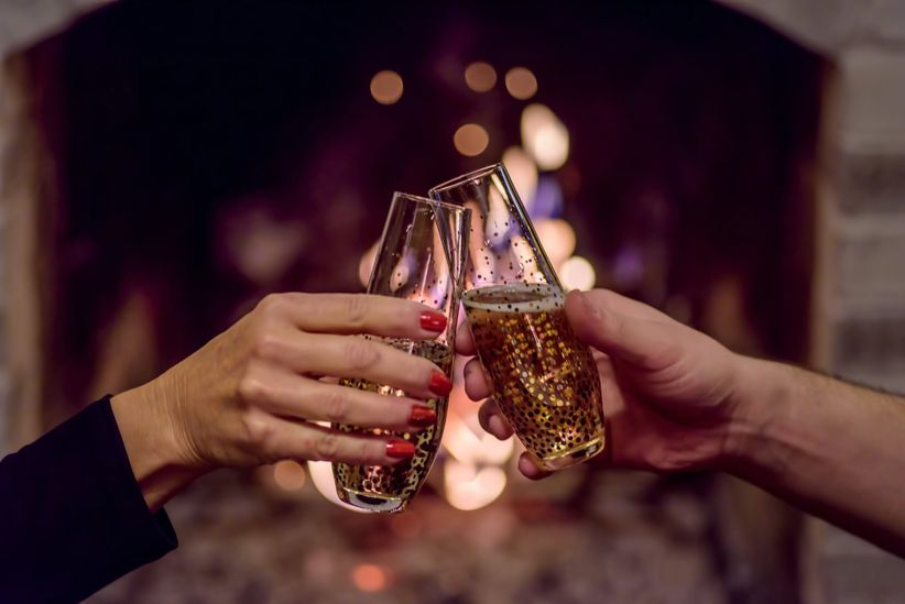 couple toasting champagne glasses