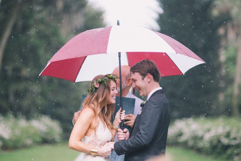 couple rainy ceremony umbrella
