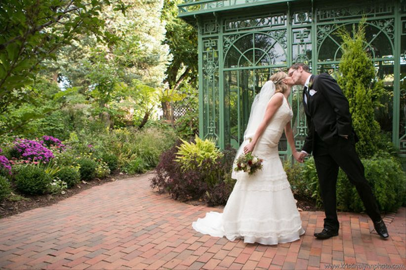 20 garden wedding venues that are straight out of a fairytale weddingwire for Denver botanic gardens wedding
