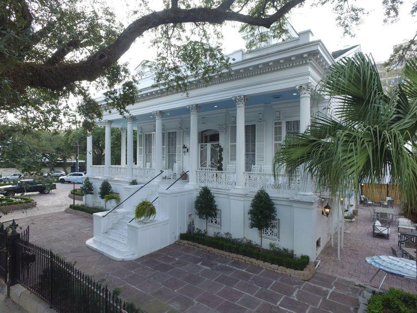 magnolia mansion outdoor wedding venue in new orleans