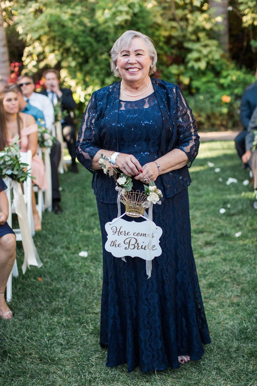 Lucas Rossi Photography - grandmother as flower girl