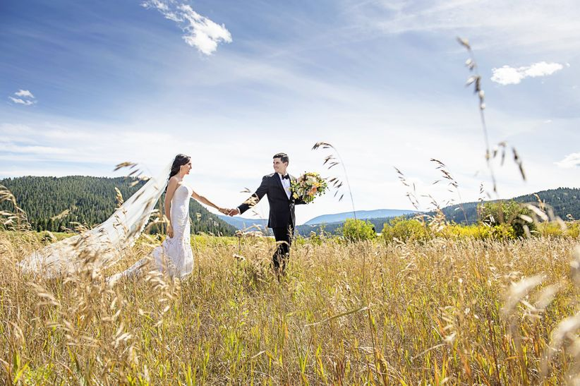 rustic bride and groom in Montana