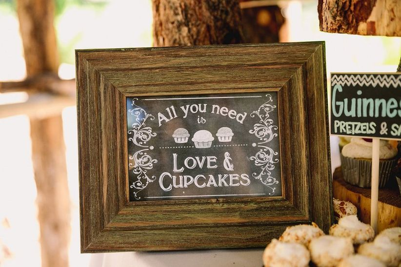 love and cupcakes sign