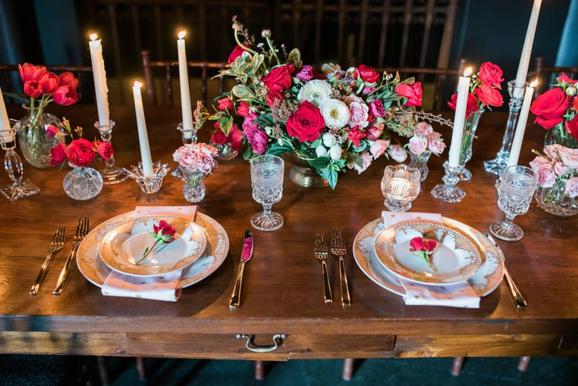 gold and red tablescape