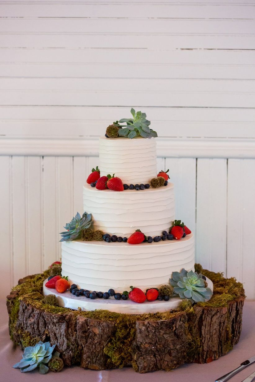 buttercream cake with fruit