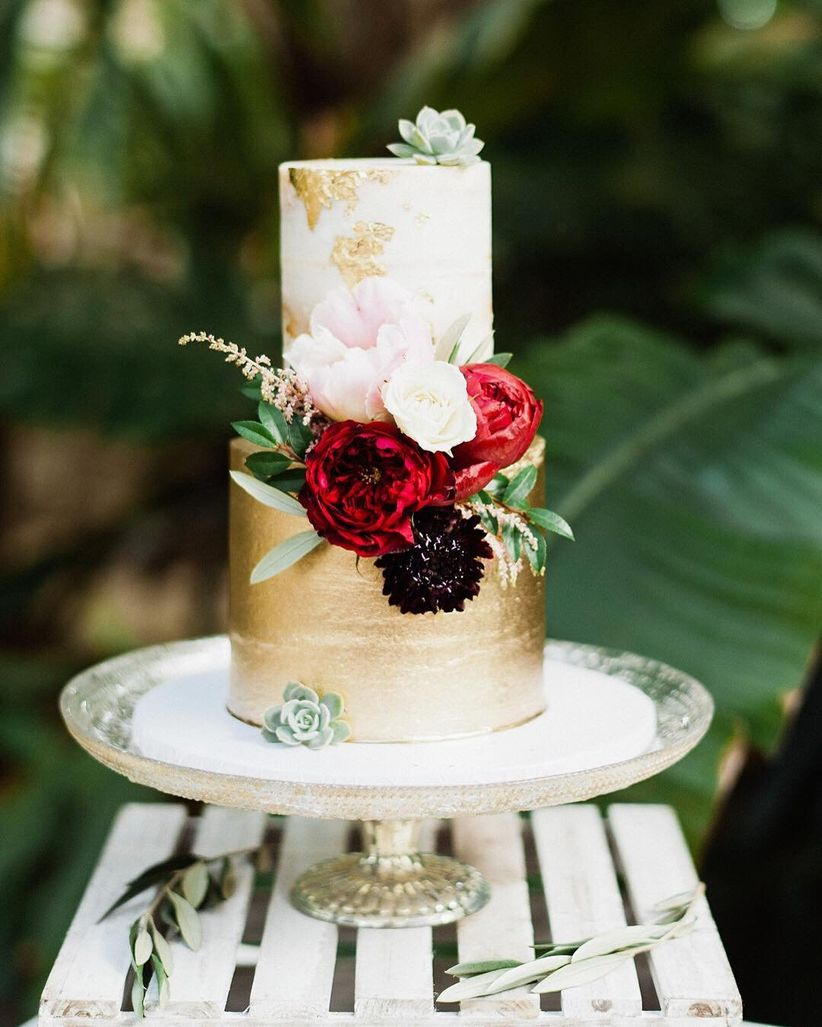 the 2018 wedding cake trends include gold accents and dark red colors