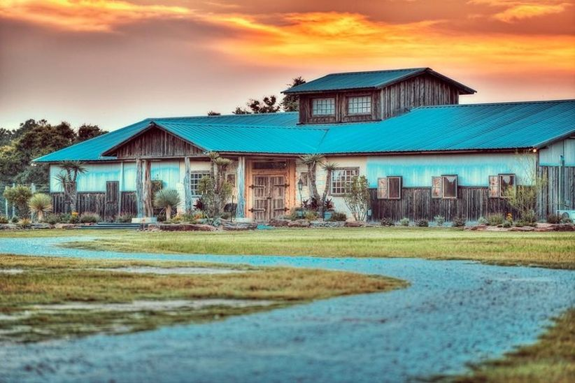 9 Rustic Barn Wedding Venues in Houston & Southeast Texas