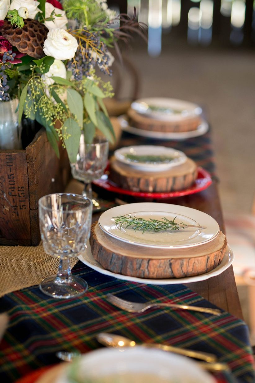 wood slice place settings