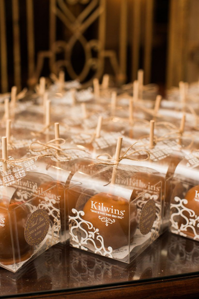 fall wedding favor ideas - caramel apples