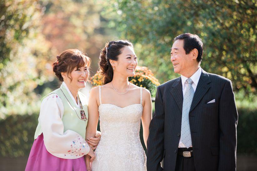 bride with parents olli studio